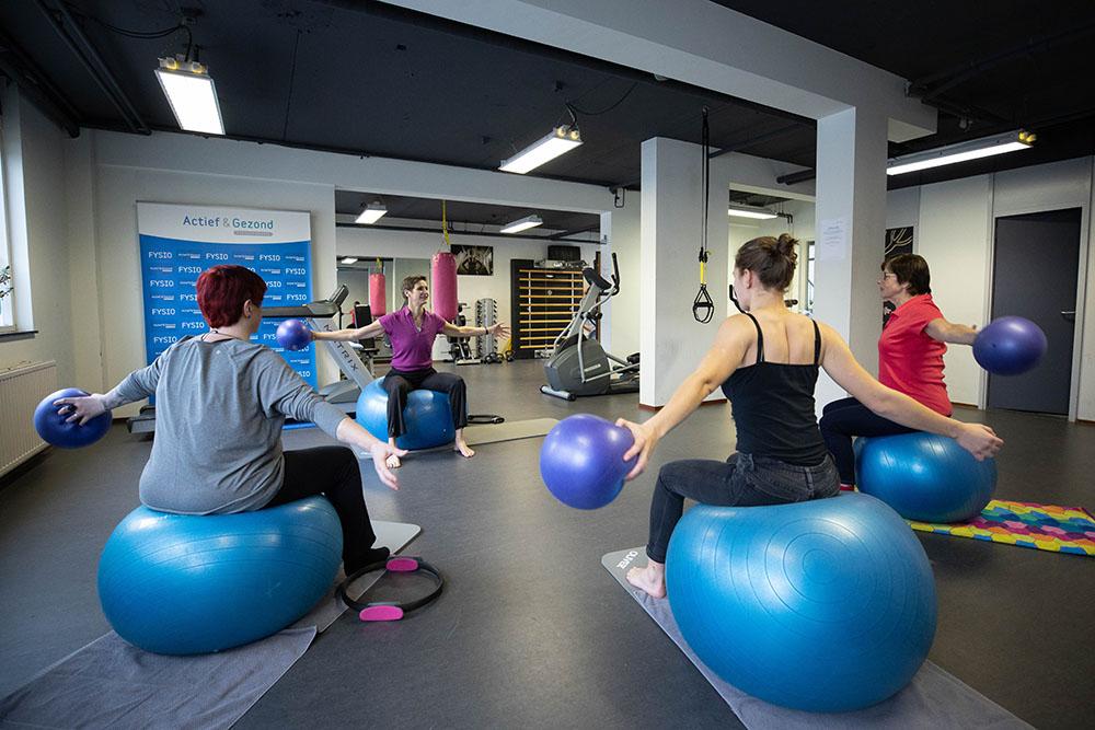Pilates in fysiotherapie zaal